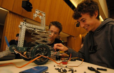Pupils with mechano