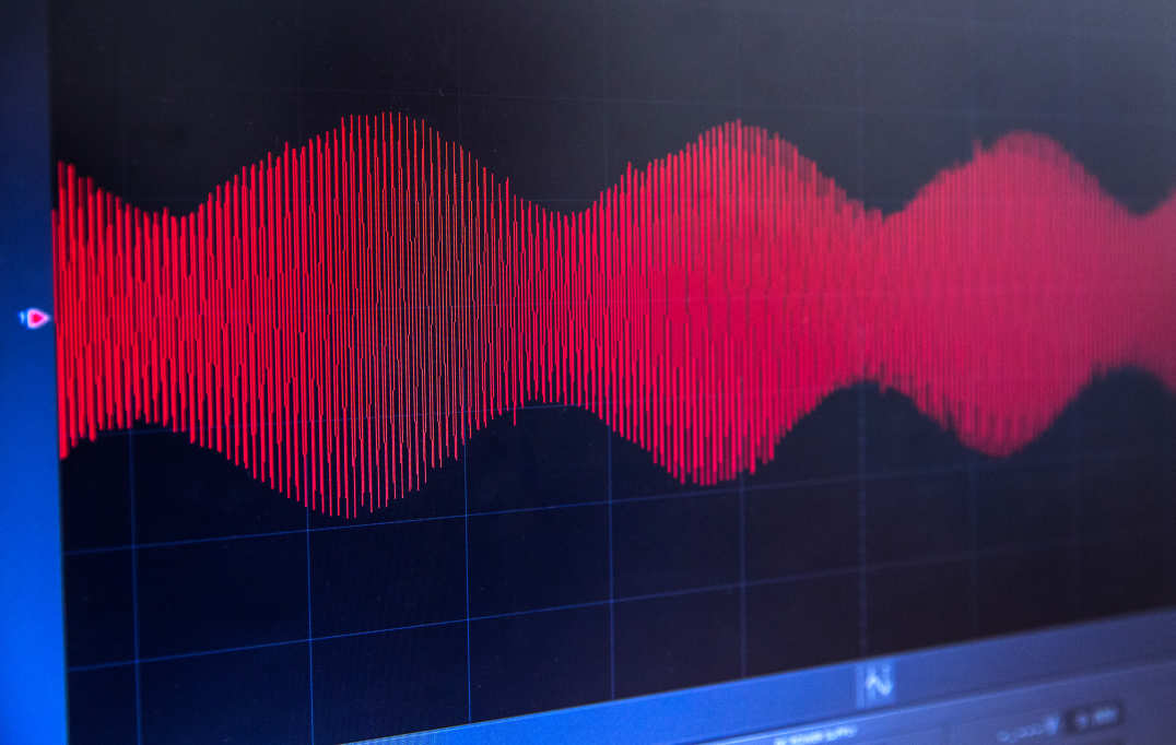 Waveforms change from flat to modulated pitch