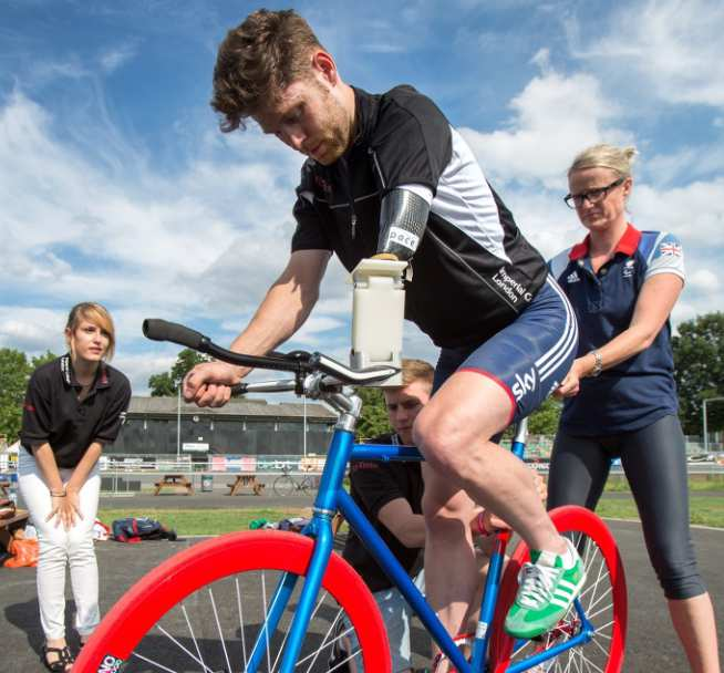 As part of the Rio Tinto Sports Innovation Challenge, undergraduate students developed a new type of handlebar, which was road tested by Paralympic cyclist Jon-Allan Butterworth.