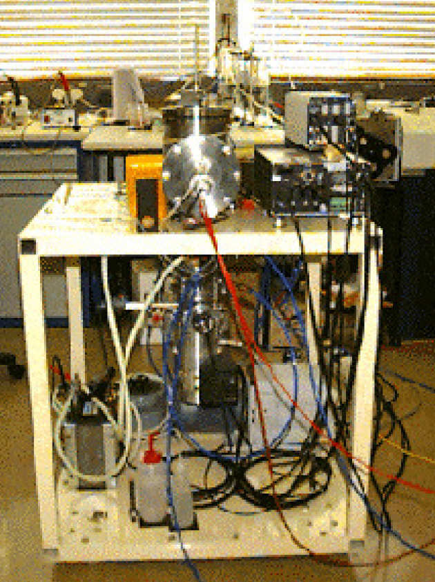 Equipment for vacuum deposition of