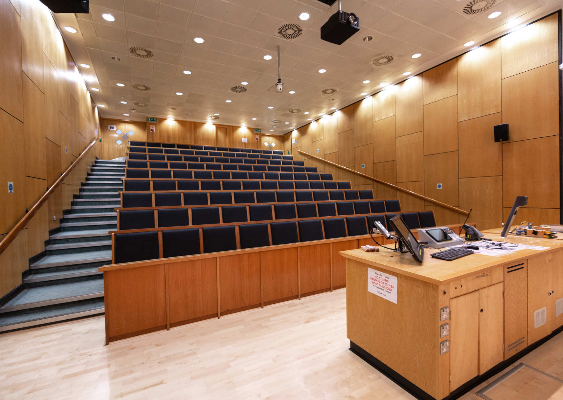 Blackett Lecture Theatre 113 prior to renovation