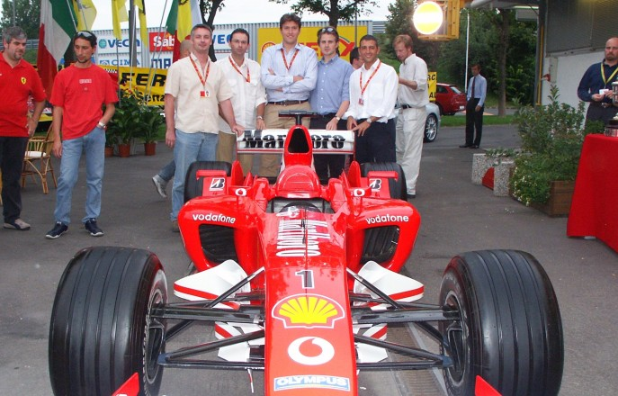 Aeronautics graduates with F1 car