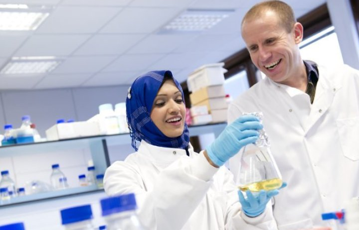Researchers in a Life Sciences lab