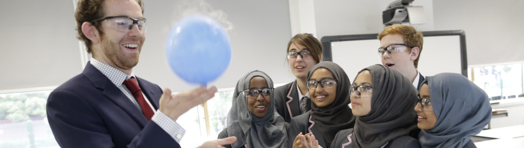 An INSPIRE alumnus leads a science practical with GCSE students