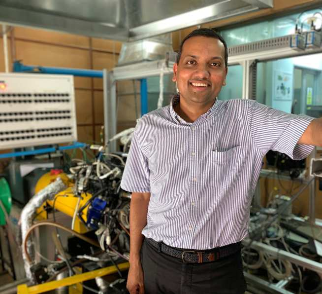 Dr Srithar Rajoo with the LoCARtic test rig at UTM