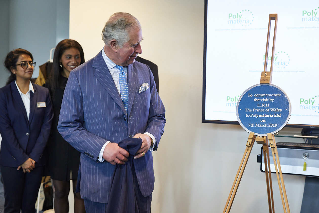 The Prince of Wales unveils a plaque at Polymateria's Laboratories