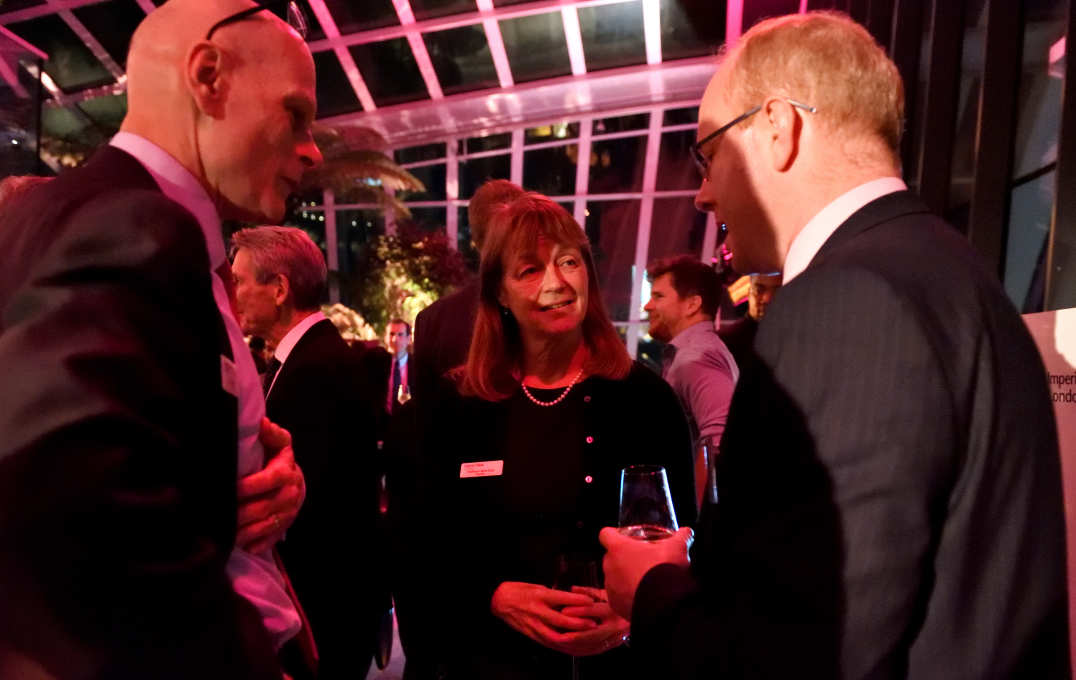 Alumni chatting with President Alice Gast and Provost, Professor Ian Walmsley