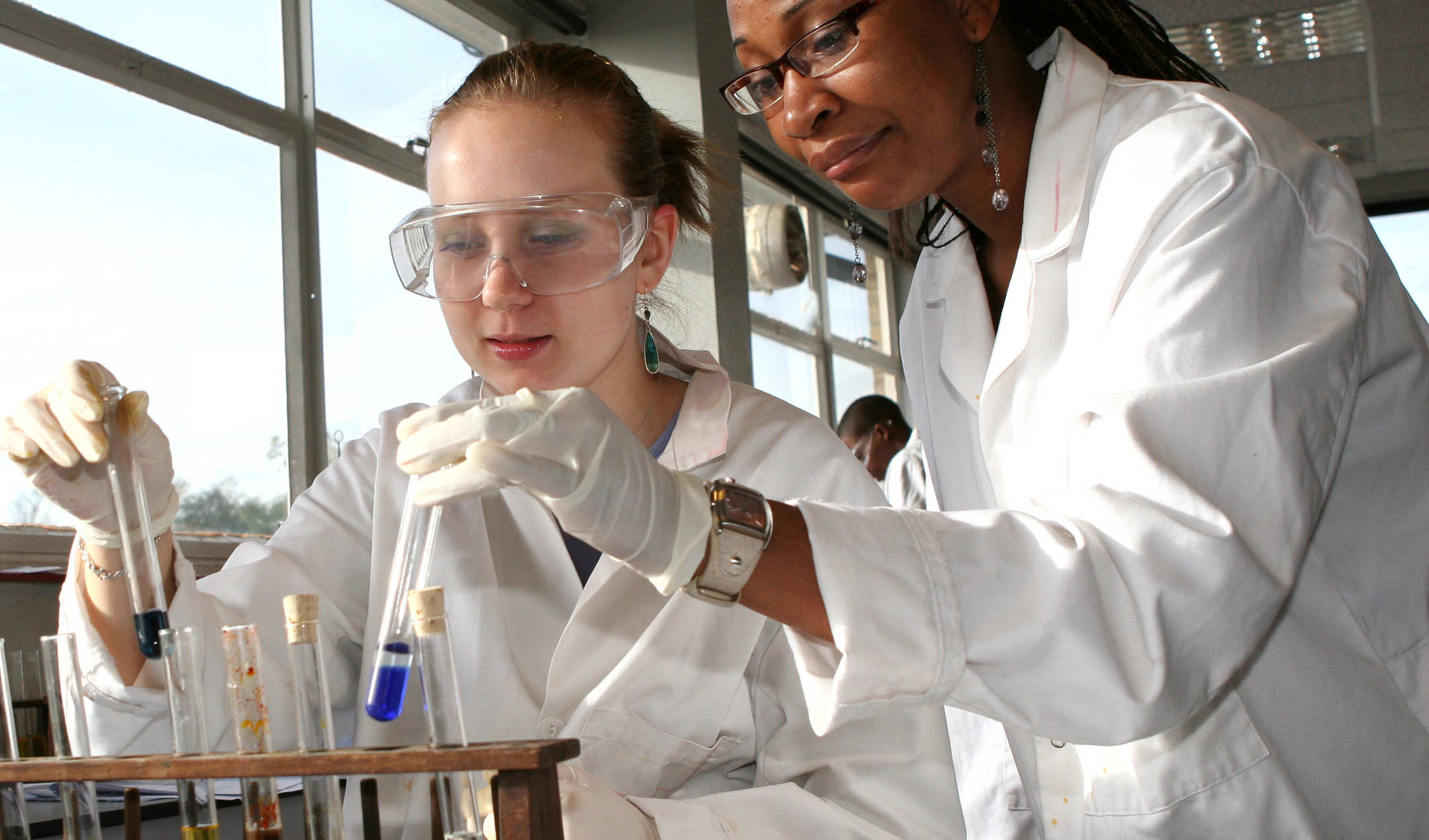 Picture of two female students in laboratory