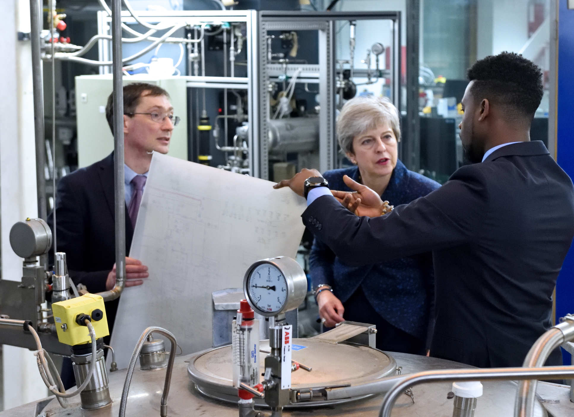 Undergraduate Ferdiand Agu and Dr Colin Hale showed the PM their work in carbon capture and storage