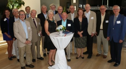Alumni in Toronto gather at the Gardiner Museum