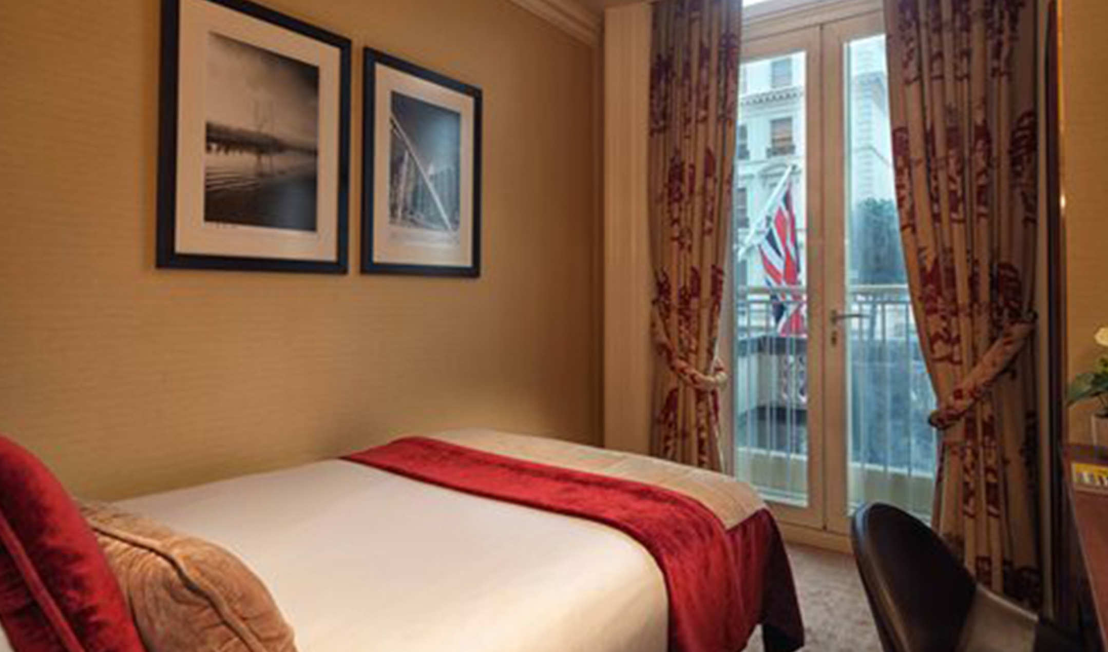 Superior Single bedroom at the Radisson Blu Edwardian Vanderbilt Hotel in London
