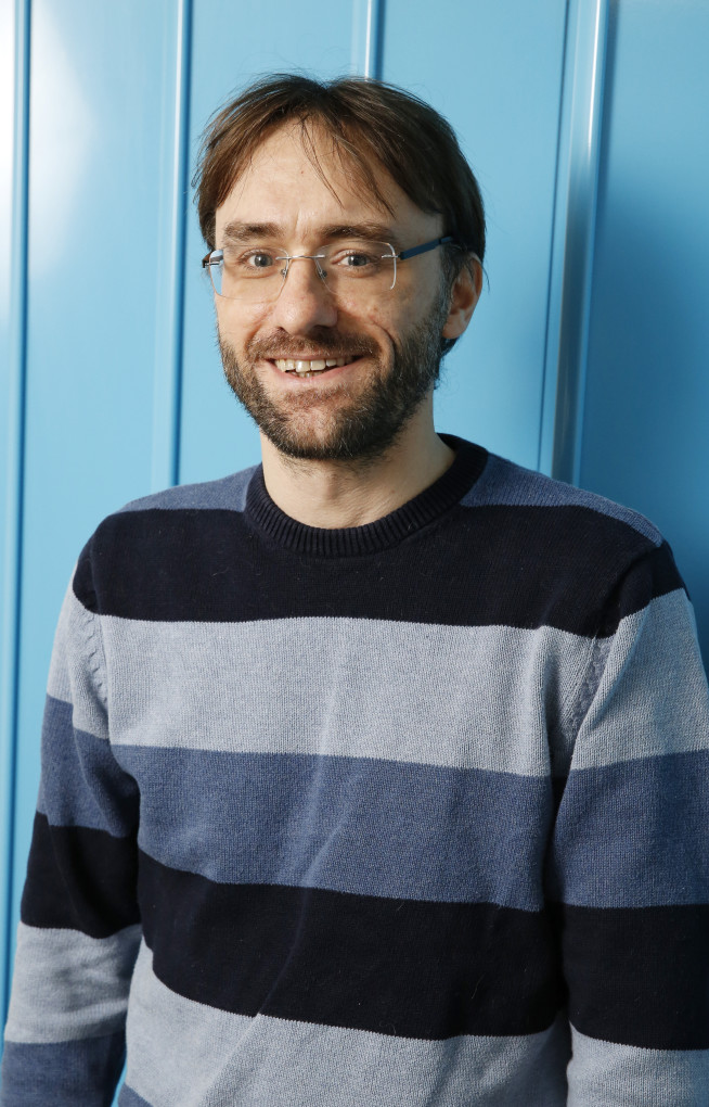 Photo of Professor Jason Hallett