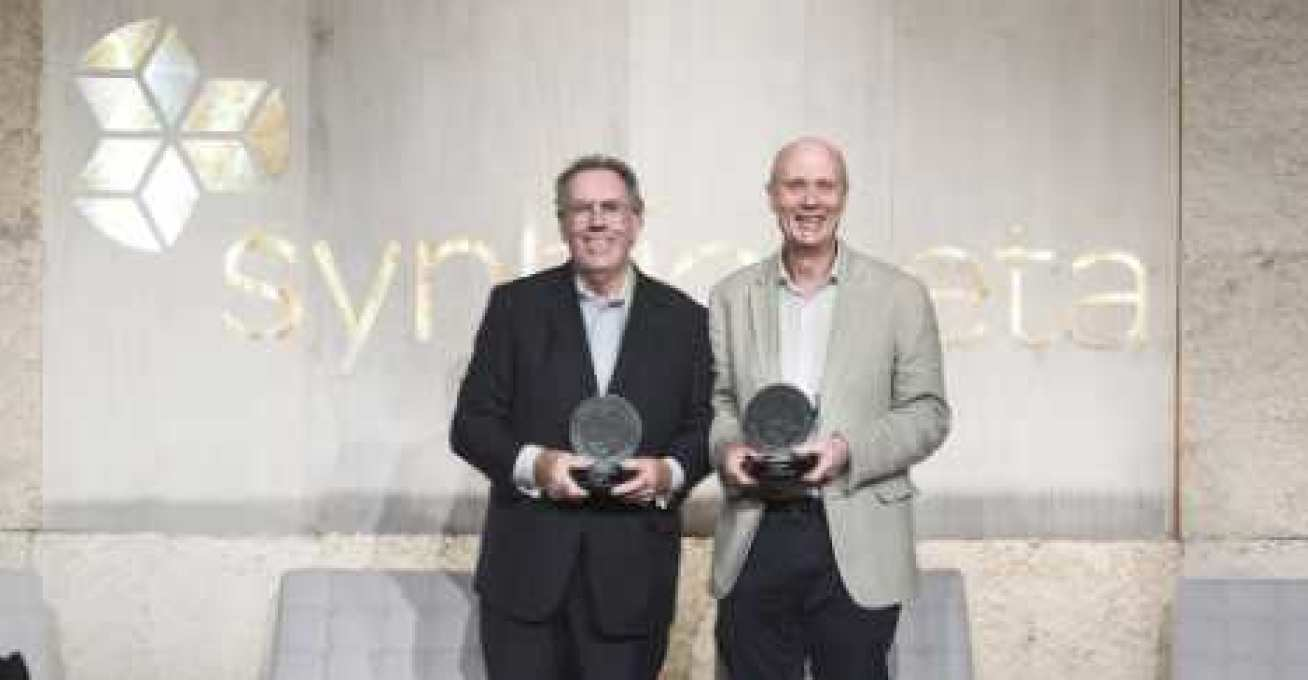 Photo of Professor Kitney and Professor Freemont with their awards