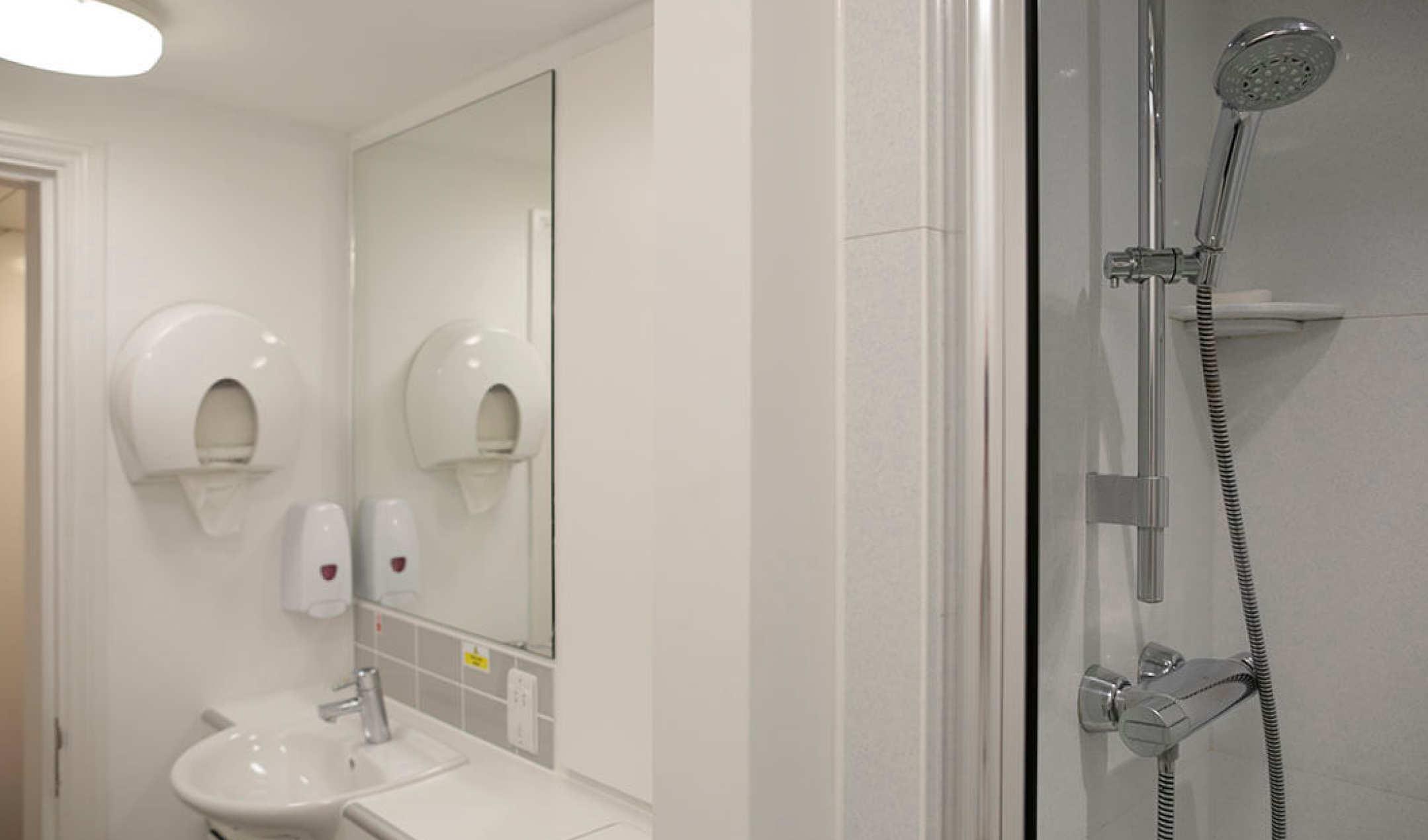 Group self-catering bathroom in Paddington