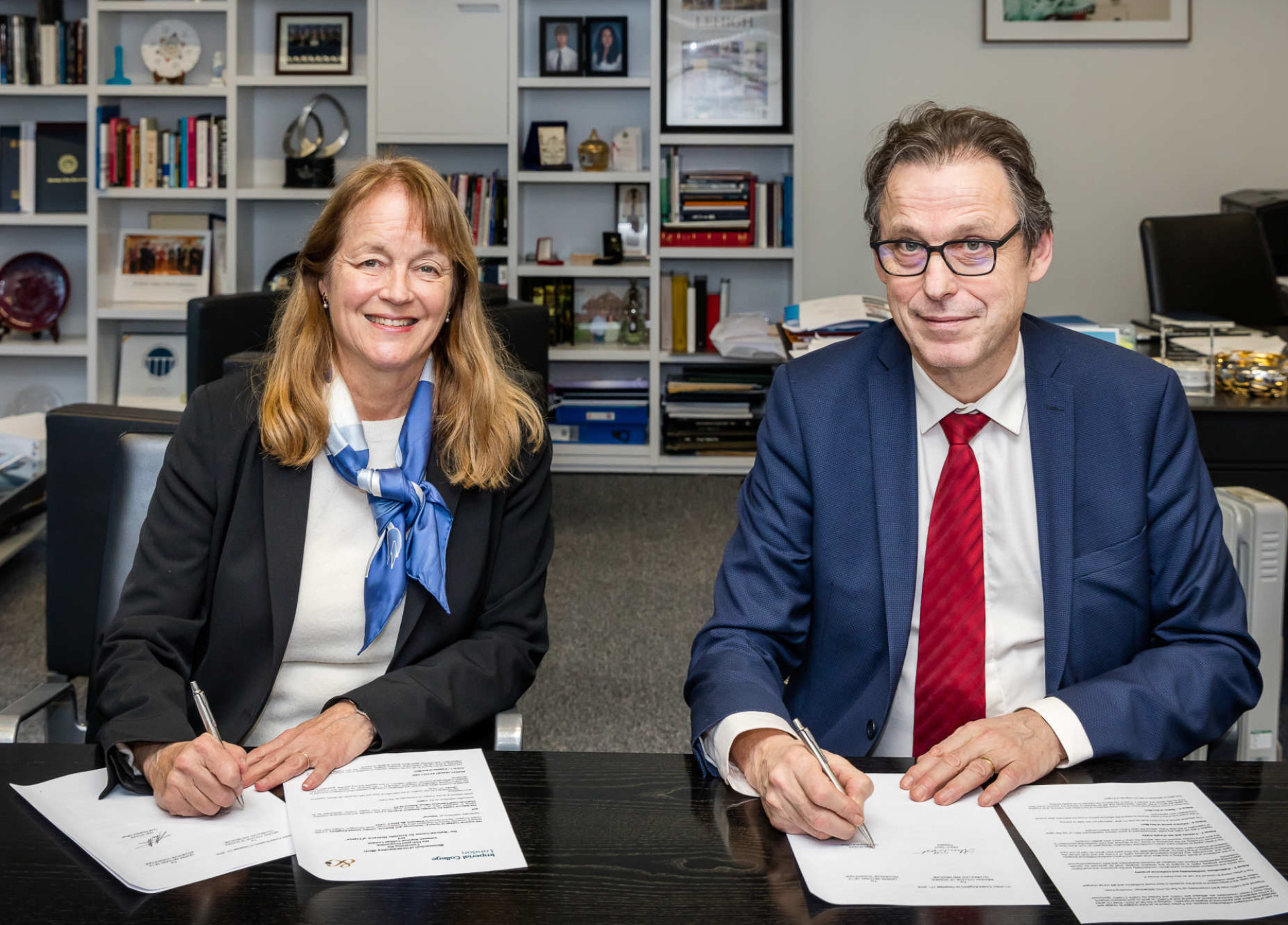 Le président Gast et le professeur Alan Scholl, directeur général en charge de la science et de la recherche au CNRS, ont officiellement lancé le programme doctoral conjoint