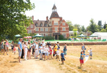 Visitors flock to sunny Silwood for Bugs! Day 2018