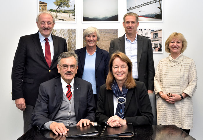 Presidents Wolfgang Herrmann and Alice Gast signed the agreement, alongside TUM's Prof Markus Schwaiger and Dr Hannemor Keidel and Imperial's Dr Daniel Rueckert and Prof Maggie Dallman