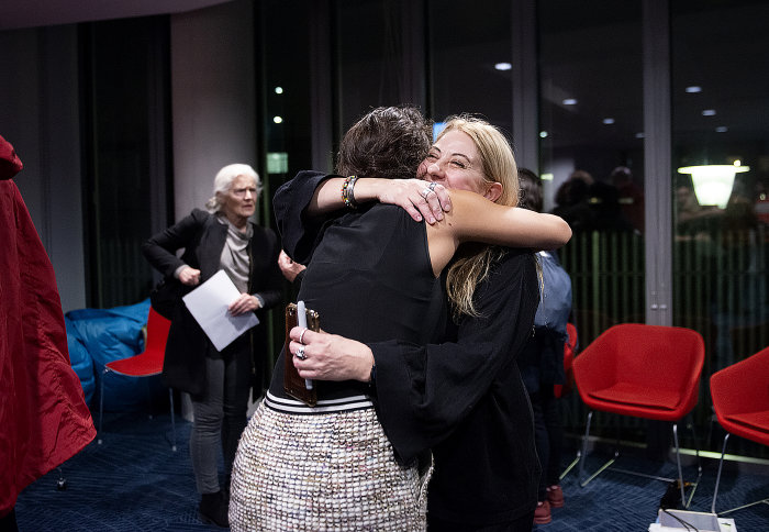 Cinzia D'Ambrosi hugs attendee of photojournalism event