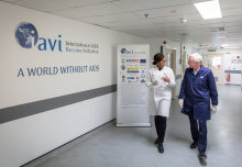 Leading MP hosted by Imperial Scientist at IAVI Human Immunology Laboratory