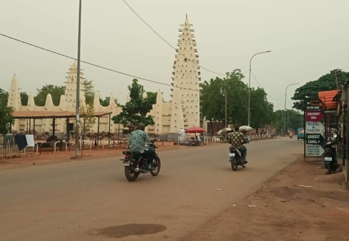 Quiet roads in Bobo-Dioulasso, Burkina Faso outside the old mosque. Credit: Etienne Bilgo