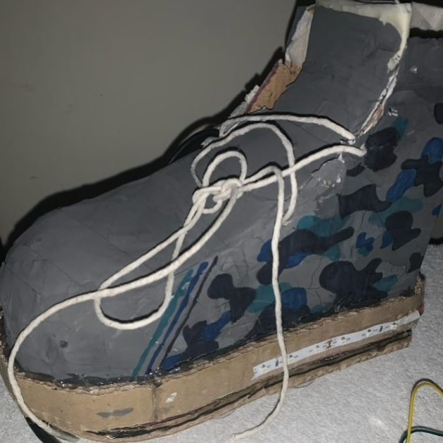 Prototype of trainers to walk on walls