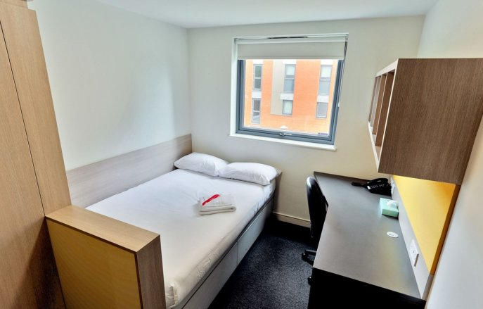 A single en-suite at Woodward Buildings