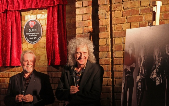 Roger Taylor and Dr Brian May accept the award