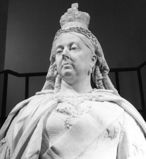 The statue with its original crown