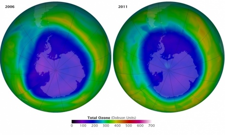 Maps of Antarctica with a graded colour scheme showing the ozone hole in 2006 (L) and 211 (R)