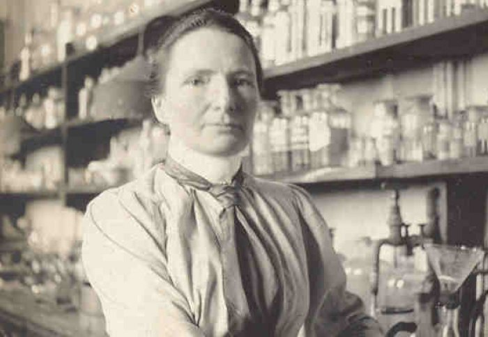 Black and white picture of a woman in a chemistry lab